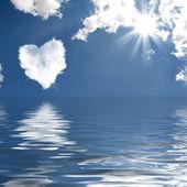 Cloud-shaped heart on a sky — Stock Photo