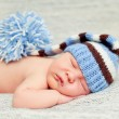 A newborn baby is wearing a blue hat — Stock Photo