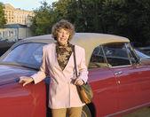 Zralá žena v autě — Stock fotografie
