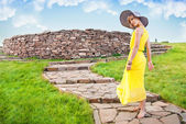 A young girl in a yellow dress — Stock Photo