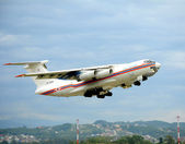 Il-76TD of the Russian Emergencies Ministry of Russia on the rise — Stock Photo