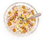 Sałatka z kukurydzy i kiełbasa — Zdjęcie stockowe