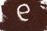 Lettera sullo sfondo di caffè istantaneo — Foto Stock