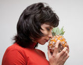 Girl with Pineapple — 图库照片