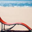 Beach chair on idyllic tropical sand beach. Concept for rest, re — Stock Photo