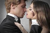 Elegante casal de jovens amantes — Foto Stock