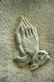 Praying Hands On A Gravestone — Stock Photo