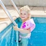 Little girl in swimming pool — Stock Photo #10764091