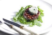 Bistecca alla griglia con burro alle erbe — Foto Stock