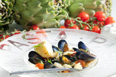 Pasta with mussels, artichokes and cherry tomatoes — Stock Photo