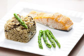 Baked salmon with mushroom risotto and green asparagus — Foto de Stock