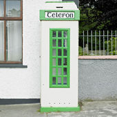 Telephone booth, Malin, County Donegal, Ireland — Stock Photo
