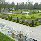Palace garden, Paleis Het Loo Castle near Apeldoorn, Netherlands — Stock Photo