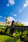 Castle of Nove Mesto nad Metuji with covered wooden bridge by Du — Stock Photo