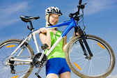 Biker carrying her bicycle — Foto Stock