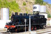 Locomotive à vapeur à la gare de tua, vallée du douro, portug — Photo
