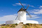 мельница, алькасар-де-сан-хуан, кастилия ла-манча, испания — Стоковое фото