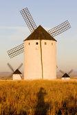 Větrné mlýny, campo de criptana, kastilie la mancha, španělsko — Stock fotografie