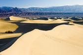 大帽子井沙丘、 死亡谷国家公园、 californ — 图库照片