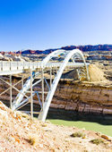 Bridge over Lake Powell, Glen Canyon, Utah, USA — Stock Photo