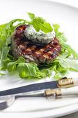 Bife grelhado com manteiga de ervas — Foto Stock