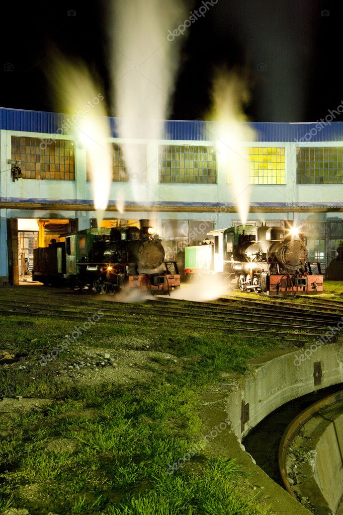 Steam locomotives in depot at night, Kostolac, Serbia — Stock Photo #11290195