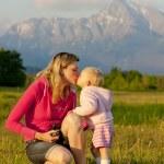 Mother with her baby girl, Krivan, Vysoke Tatry (High Tatras), S — Stock Photo