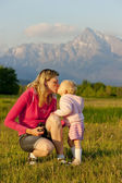 Mother with her baby girl, Krivan, Vysoke Tatry (High Tatras), S — Stock Photo