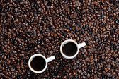 Bodegón de tazas de café y granos de café — Foto de Stock