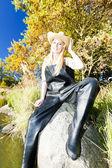 Fisher woman sitting on stone — Stock Photo