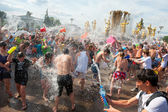 Multitud instantánea de la batalla de agua — Foto de Stock