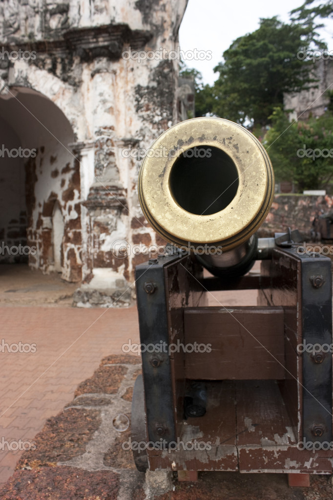 Front view of an old Canon fount in Melaka, Malaysia — Stock Photo #11755845