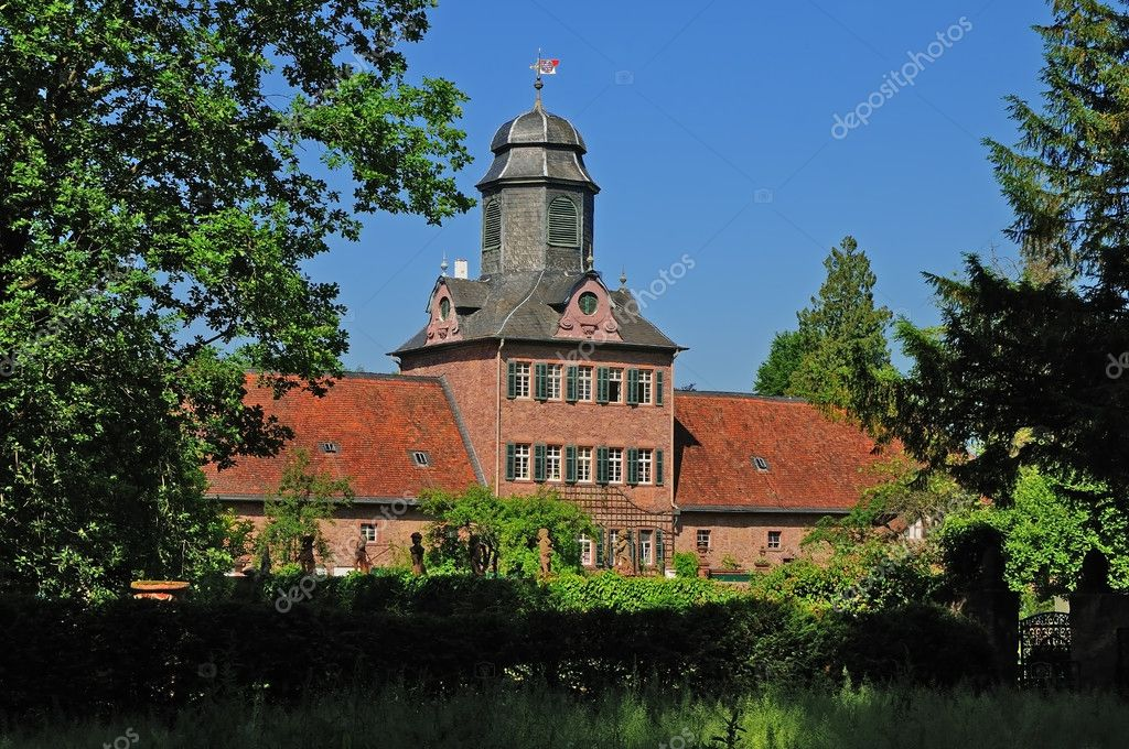 The manor house of the former hunting castle Schloß Wolfsgarten in Germany (Hessian) — Stock Photo #11536863