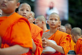 Alms-giving ceremony in Bangkok — Stock Photo