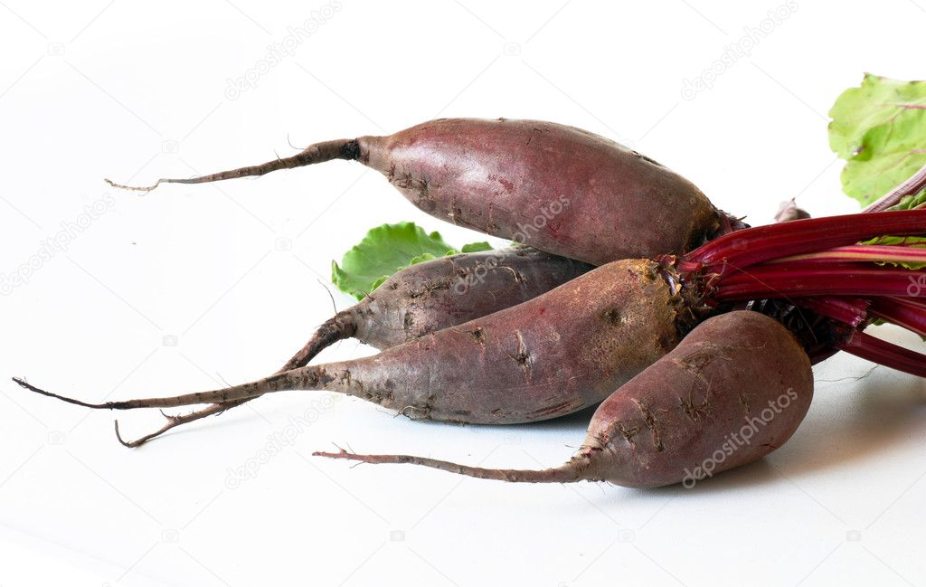 Bunch of raw beet roots over white background — Stock Photo #11803397