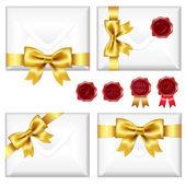 Uppsättning kuvert med gyllene båge och vax tätningar — Stockvektor