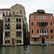 bâtiments sur le grand canal à Venise — Photo