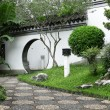 Circle entrance of Chinese garden in Hong Kong — Stock Photo