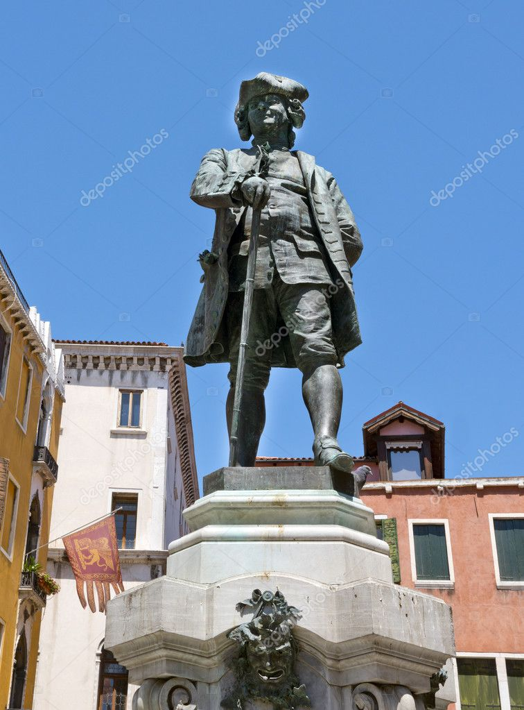 Carlo Goldoni Statue near the Grand Canal in Venice, Italy — Stock Photo #11742354
