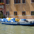 Laundry Boat on the Grand Canal in Venice — Stock Photo