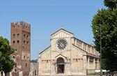 サン ・ ゼーノ教会への入り口 — ストック写真