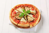 Eggplant and cheese pizza — Stock Photo