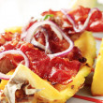 Shish kebab and crispy bacon — Stock Photo