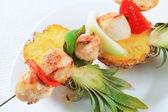 Chicken skewer and fresh pineapple — Stock Photo