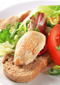 Chicken breast with green salad and bread — Stock Photo