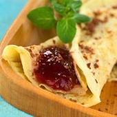 Palačinka s jahodovou marmeládou — Stock fotografie