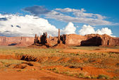 Storm Clouds over Chimney pillars at Monument Valley — Stock Photo