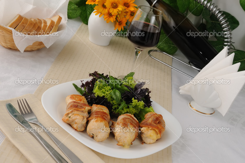 Chicken rolls stuffed with cheese, wrapped in bacon and herbs in a tomato-garlic sauce — Foto de Stock   #10894706