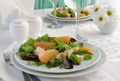 Chicken salad with grapefruit and a mixture of fresh salads — Stock Photo