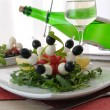 Appetizer of mozzarella, cherry tomatoes and olives with Arugula — Stock Photo